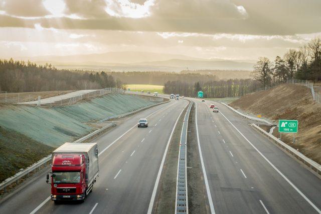 Nový úsek dálnice D3 u Ševětína na Českobudějovicku