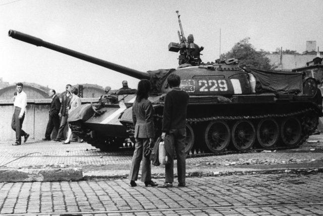 Srpen 1968 (poblíž budovy Československého rozhlasu)