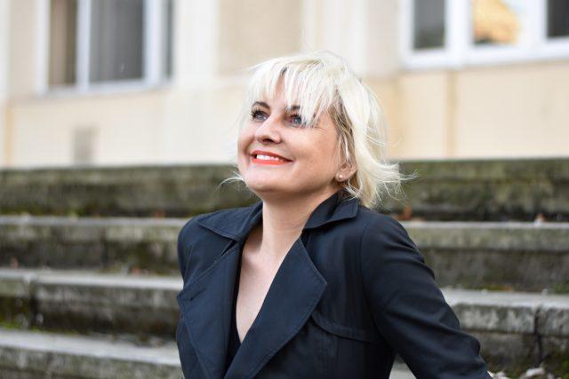 Spisovatelka a novinářka Bára Nesvadbová