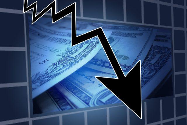 Od krachu americké investiční banky Lehman Brothers uplyne deset let. Poučili jsme se z historie, nebo je na obzoru další ekonomická krize?