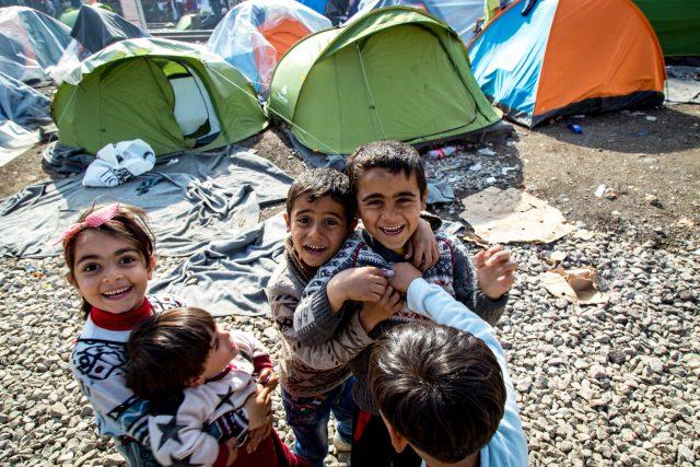 Děti v řeckém uprchlickém táboře Idomeni, rok 2016