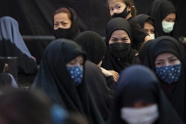 Afghánské ženy,  které uprchly do Íránu   foto: Fotobanka Profimedia