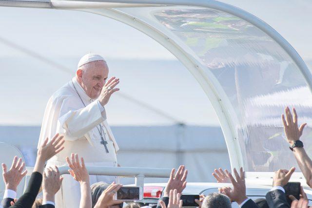 Papež František přijíždí na mši do slovenského Šaštína   foto: Fotobanka Profimedia