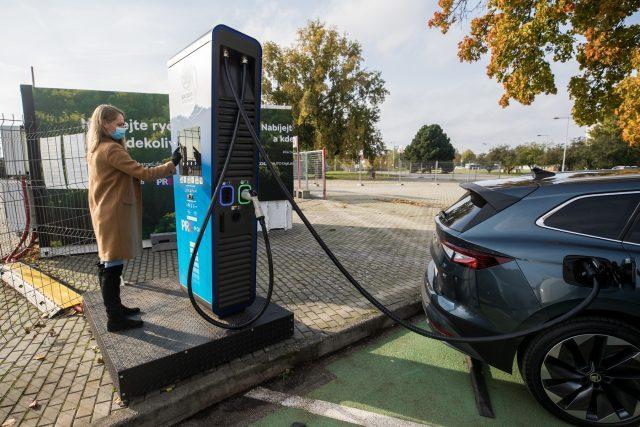 Dobíjecí stanice elektromobilu