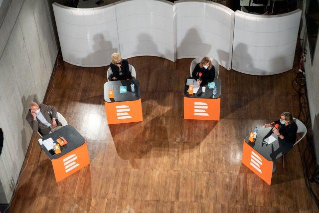 Matyáš Zrno z think tanku Občanský institut, ekonomka Jana Matesová, autorka podcastu Vinohradská 12 Lenka Kabrhelová a jazzový kytarista Rudy Linka
