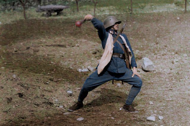Poprava sedmi vůdců Rumburské vzpoury v lese za lesním hřbitovem v Novém Boru   foto:  Cassowary Colorizations,  Flickr,  CC BY 2.0