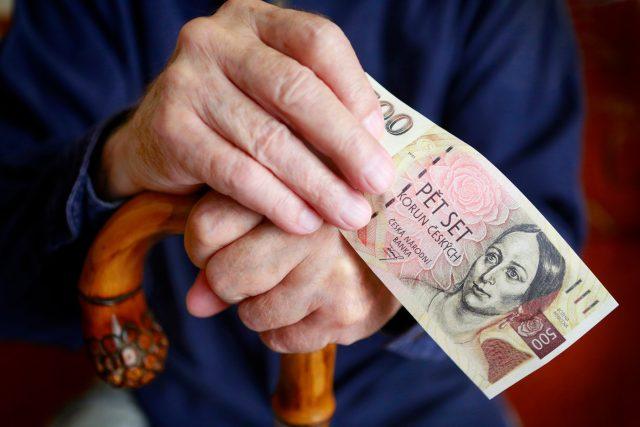 Podvodník vylákal od seniorů skoro 100 tisíc korun