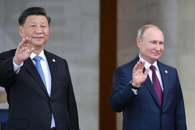 Čínsky prezident Si Ťin-pching a ruský prezident Vladimir Putin