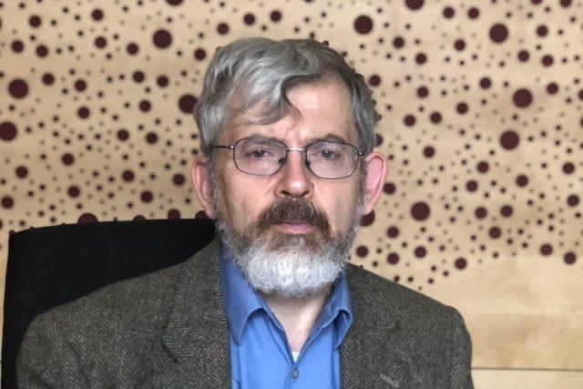 Jolyon Naegele, bývalý politický ředitel mise OSN v Kosovu a někdejší novinář Hlasu Ameriky