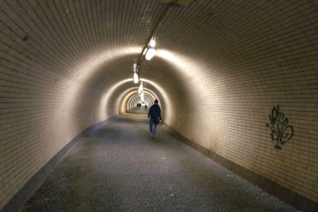 Tunel pro pěší pod pražským vrchem Vítkov