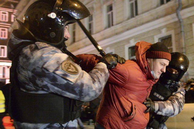 V Rusku dochází k hromadnému zatýkání.