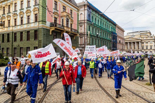 Protest polských hornických odborů proti rozhodnutí uzavřít hnědouhelný důl Turow | foto: Fotobanka Profimedia