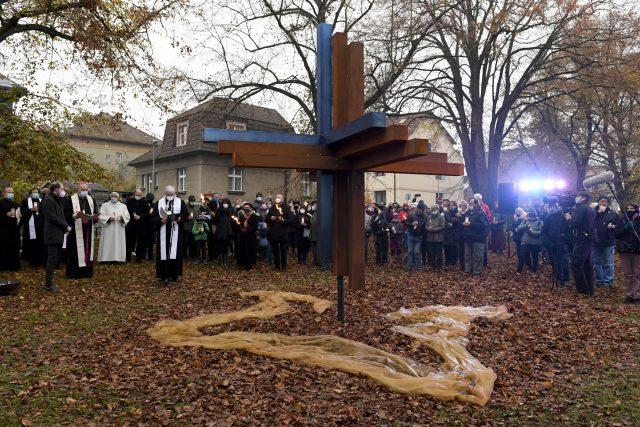Slavnostní odhalení Kříže smíření na Bílé hoře