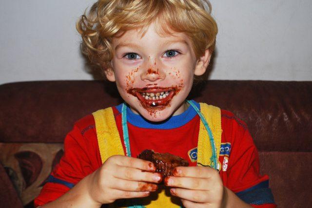 Přejídání se cukry,  to je bohužel přesně to,  co se dnes u dětí děje   (ilustrační foto) | foto: Fotobanka Pixabay