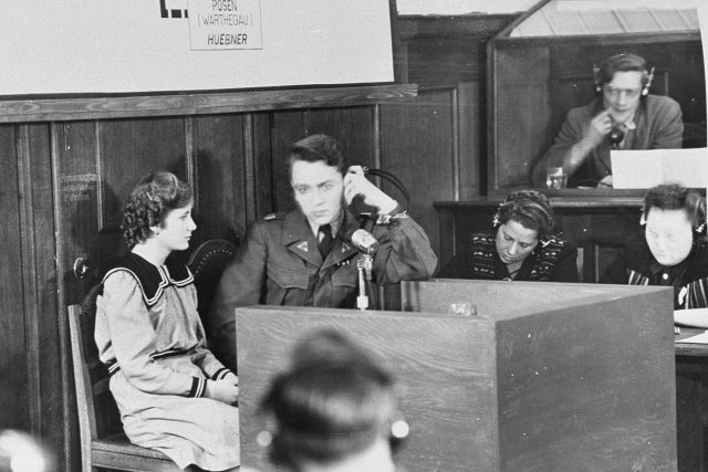 Marie Doležalová přežila vyhlazení Lidic. 30. října 1947 o tom vypovídala u poválečného tribunálu