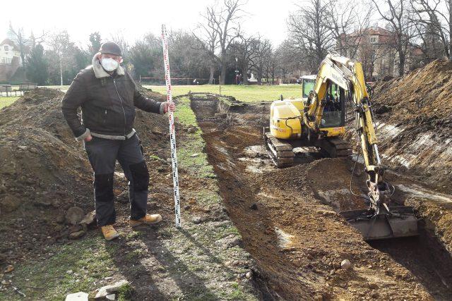 Archeolog Jan Hasil u sondy | foto: Daniel Mrázek,  Český rozhlas,  Český rozhlas