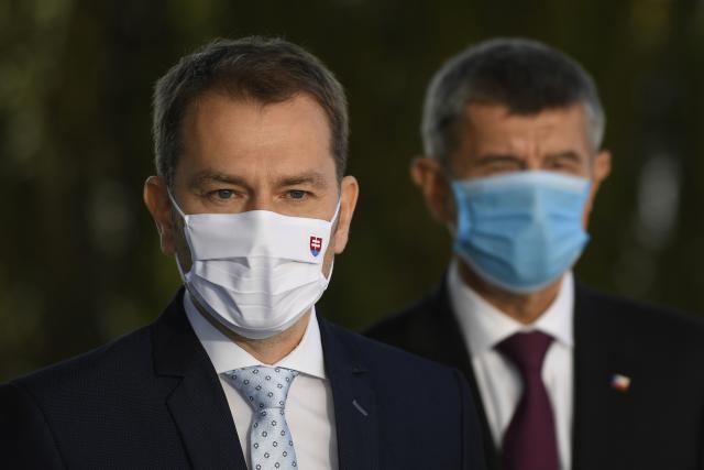 Slovenský premiér Igor Matovič s českým protějškem Andrejem Babišem v pozadí | foto: Ondřej Deml,  ČTK