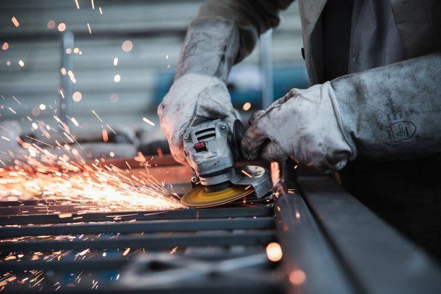 Týdenní uzávěra továren zlepšení nepřinese   foto: Janno Nivergall,  Pixabay
