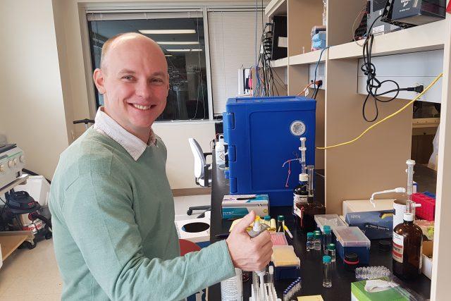 Jakub Staszak-Jirkovský v laboratoři