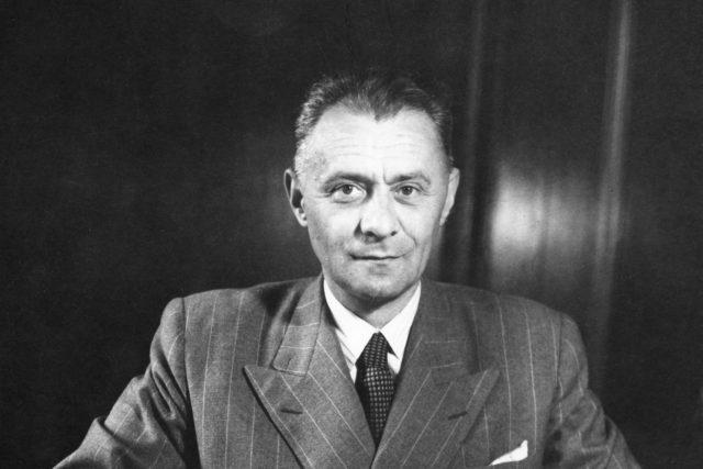 Hubert Ripka, historik,politik a novinář v roce 1946