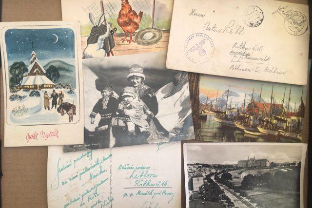 Nasazení v Norsku posílali příbuzným do protektorátu pohlednice místní přírody a pamětihodností. Idylické pohledy vzbuzovaly naději,  že se jim dařilo dobře | foto: Vendula V. Hingarová