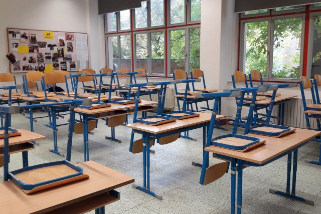 Distanční výuka vyklidila třídy i na Gymnáziu Luďka Pika v Plzni