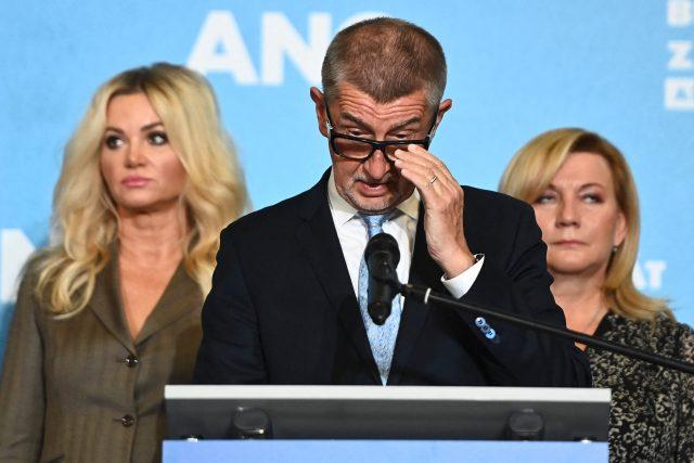 Andrej Babiš  (ANO) s manželkou Monikou a ministryní Alenou Schillerovou  (za ANO) | foto: Profimedia