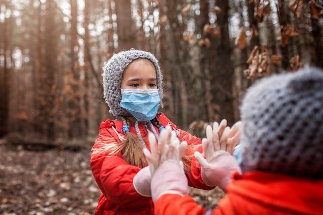 Děti v rouškách | foto: Profimedia