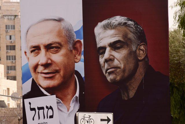 Poté, co Benjamin Netanjahu neuspěl, byl sestavením vlády pověřen Jair Lapid, předseda druhé nejsilnější strany Existuje budoucnost (vpravo)