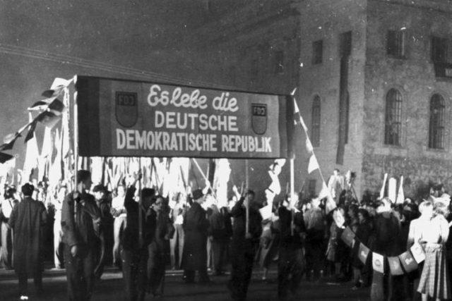 Oslavy založení Německé demokratické republiky 11. října 1949 v Berlíně