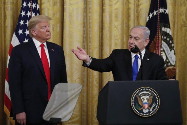Izraelský premiér Benjamin Netanjahu s americkým prezidentem Donaldem Trumpem ve Washightonu