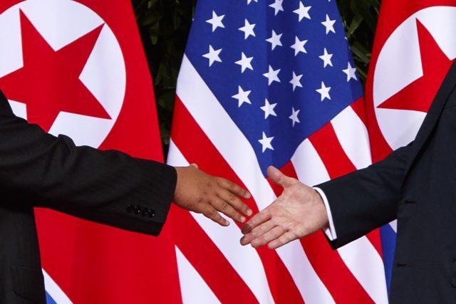 Setkání Kim Čong-una a Donalda Trumpa v Singapuru | foto: Evan Vucci, ČTK/AP