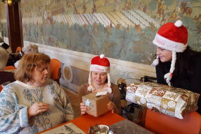 Ježíškova vnoučata už poslala přes 13 tisíc dárků a k tomu zařídila víc než tisíc nejrůznějších zážitků