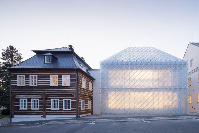 Hlavní cenu České ceny za architekturu získali Jiří Opočenský a Štěpán Valouch z ateliéru ov architekti za rekonstrukci a dostavbu sídla firmy Lasvit v Novém Boru.