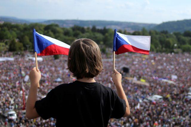 Demonstranti požadují mimo jiné rezignaci ministryně spravedlnosti Marie Benešové a premiéra Andreje Babiše