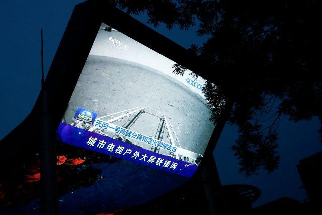Čínské robotické vozítko Ču-žung vyjelo na povrch Marsu