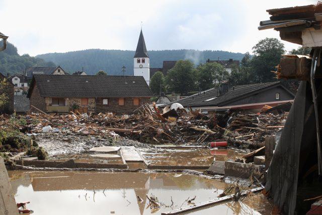 Zřícené domy v německé obci Schuld zasažené povodněmi a silnými srážkami. | foto: Wolfgang Rattay,  Reuters