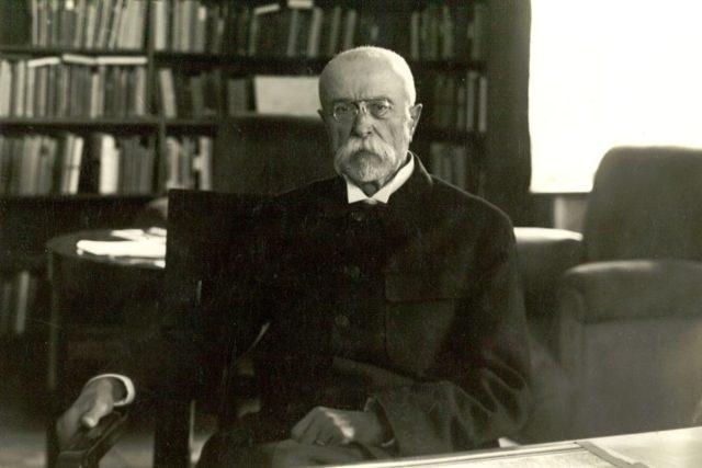Prezident T. G. Masaryk ve své pracovně na Pražském hradě