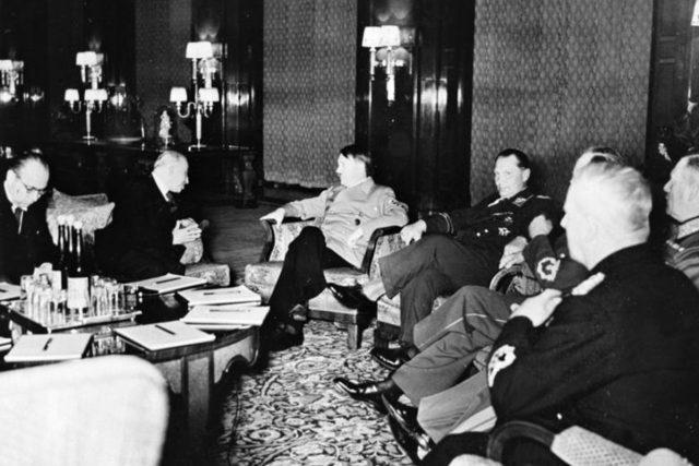 Emil Hácha během jednání s německými představiteli