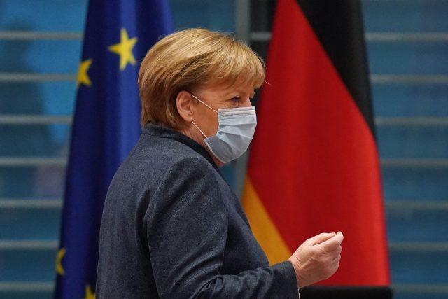 Angela Merkelová během pravidelného jednání vlády 16. prosince, od kdy v Německu platí přísný lockdown