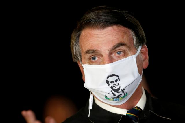 Brazilský prezident Jair Bolsonaro se dlouhodobě vymezoval vůči nošení roušek.