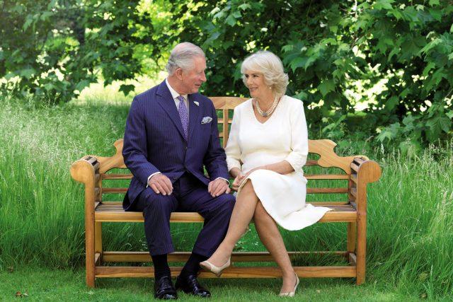 Princ Charles po boku své choti Camilly