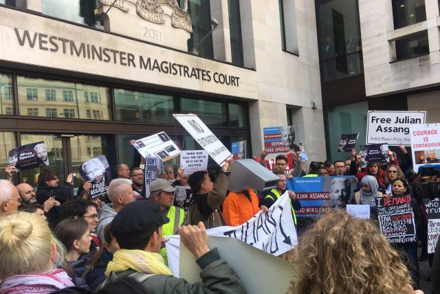 Britský ministr vnitra Sajid Javid podepsal formální souhlas s vydáním,  rozhodnout ale musí soud | foto: Jaromír Marek,  Český rozhlas,  Český rozhlas