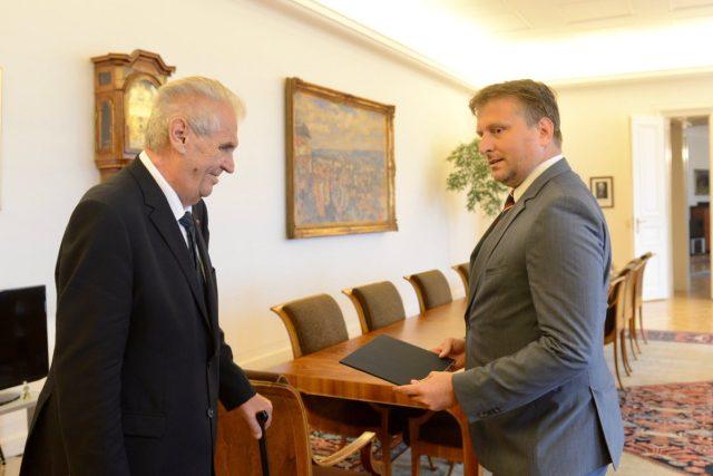 Prezident Zeman v úterý jmenoval nového ministra spravedlnosti Jana Kněžínka | foto: Kancelář prezidenta republiky