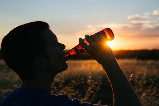 Alkohol, pití alkoholu, konzumace alkoholu, pivo