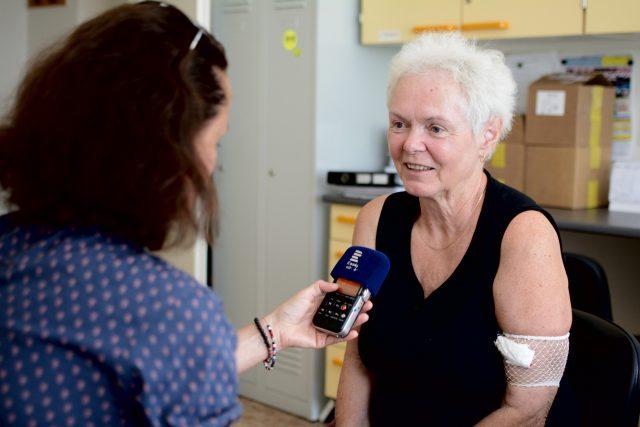 Eliška Lišková, které doktoři zjistili nádor na plicích před třemi lety, třikrát prodělala chemoterapii, pak se dostala do klinické studie a začala se léčit Mitotamem.