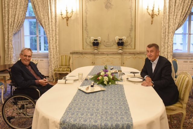 Prezident Miloš Zeman a předseda vlády Andrej Babiš  (ANO) se setkali v Lánech. | foto: Jiří Ovčáček,  Twitter