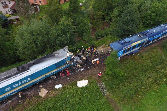 Srážka vlaků v Milavčích na Domažlicku z pohledu z dronu | foto: HZS Plzeňského kraje