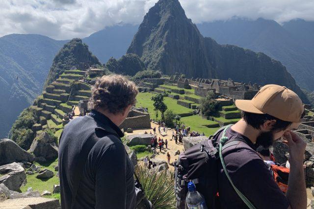 Prezident Nejvyššího kontrolního úřadu Miloslav Kala si s poslanci odskočil ze služební cesty na Machu Picchu.