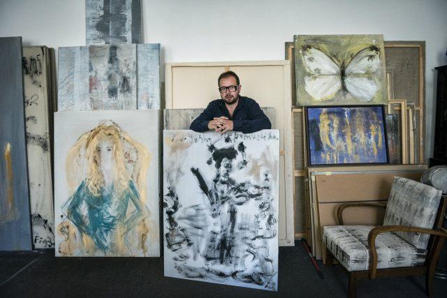 Posledních pět let tvořil Špaňhel v pražské Hostivaři. I tam,  stejně jako po většinu své umělecké kariéry,  se zabydlel ve velké průmyslové hale. | foto: Michaela Danelová,  iRozhlas